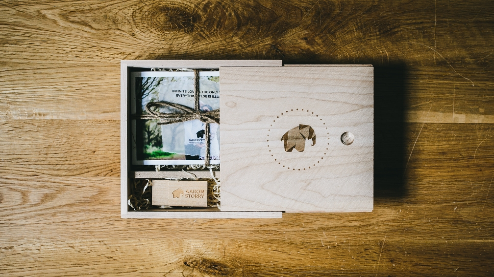 Aaron Storry Photography - Wooden Elephant Box