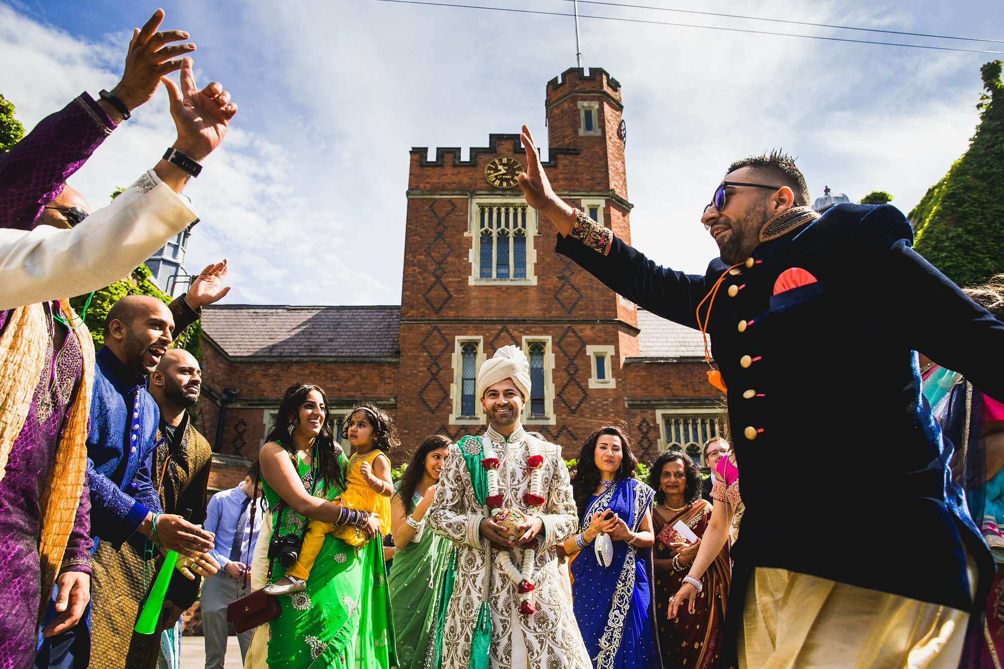 Fun Hindu baraat dancing