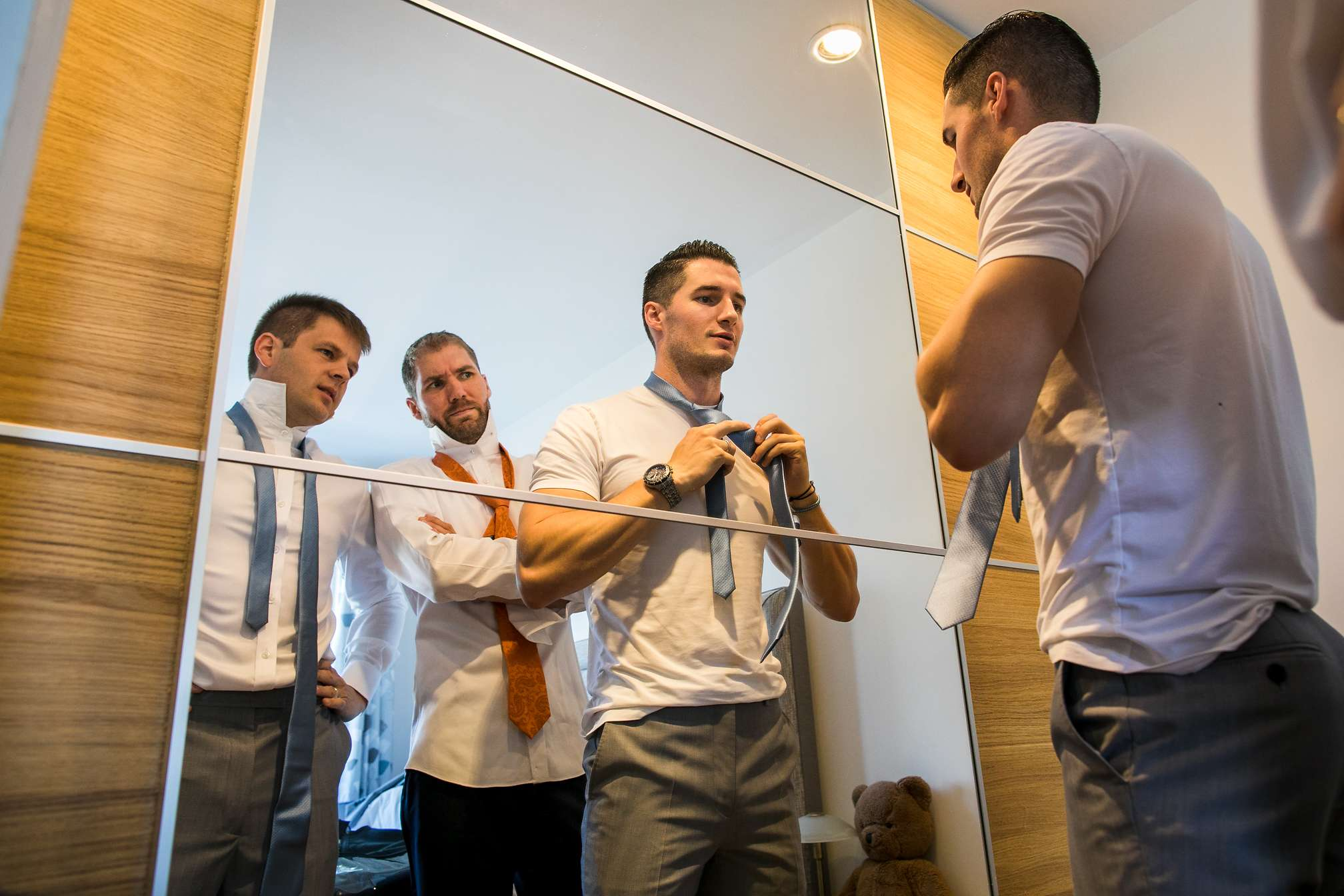 Funny tie moment during groomsmen prep