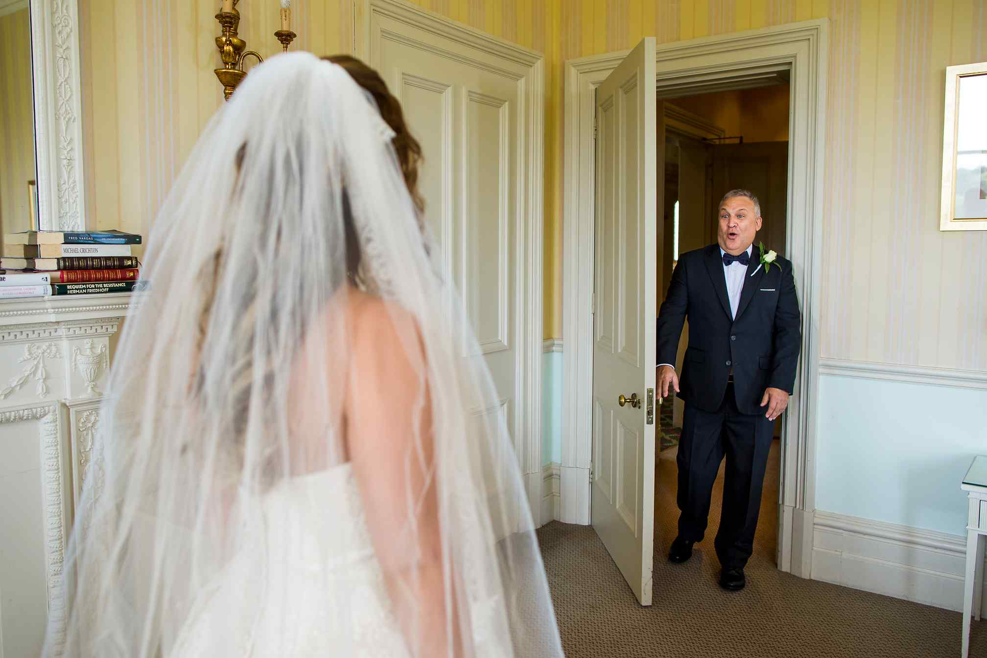 Heart-warming father of the bride first look